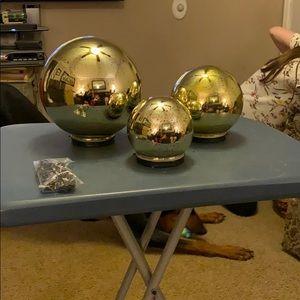 3 Christmas lighted decorative bulbs